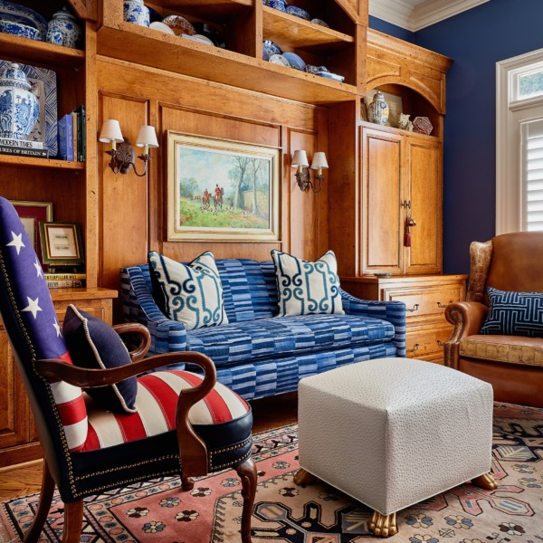 Photo of a Raleigh sitting room interior design.